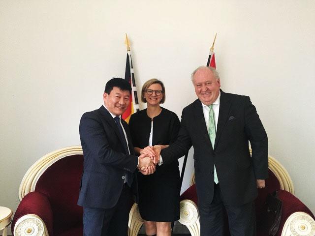 Erstes Gespräch mit Yondon Battumur - mongolische Botschaft